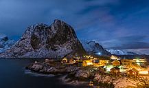 Norway, Lofoten, fishing huts in Hamnoy by night - LOMF000122