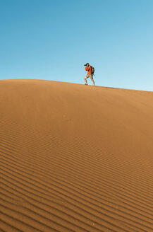 Namibia, Namib Desert, Sossusvlei, Man taking pictures on a dune - GEMF000548