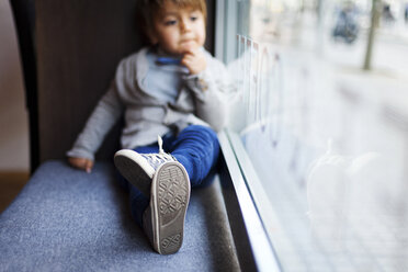 Little boy sitting on window sill - VABF000014