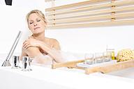 Woman enjoying a bubble bath - MAEF011106