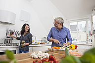 Mature couple preparing vegetables in kitchen - RBF003735