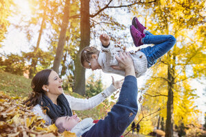 Happy family in autumnal park - HAPF000068