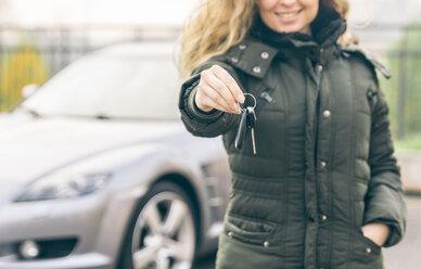 Woman showing the car keys - OIPF000046