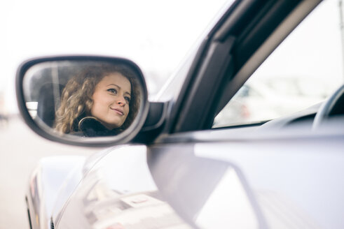 Woman driving car, mirrored in wing mirror - OIPF000049