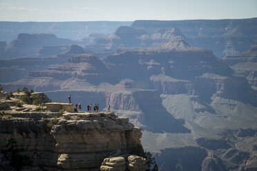 USA, Arizona, Grand Canyon, tourists on viewpoint - STC000108