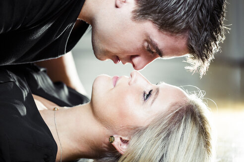 Young couple kissing - DAWF000376