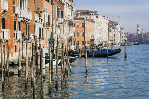 Italy, Canal in Venice - MAUF000193
