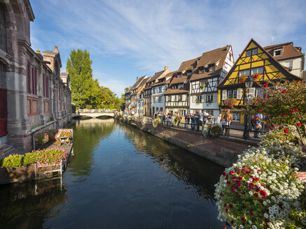 France, Alsace, Colmar, View of La Petite Venise quarter, half-timbered houses on canal - AM004591