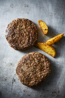 Fried ground beef, burger and potato wedges - KSWF001730