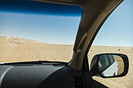United Arab Emirates, Jeep in desert, wing mirror - MAUF000201