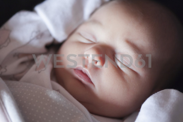 Sleeping baby girl - ERLF000095 - Enrique Ramos/Westend61