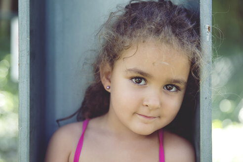 Portrait of little girl with brown eyes - ERLF000096