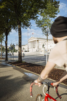 Young man with racing cycle in Vienna, Parlament building, Dr.-Karl-Renner-Ring - AIF000142