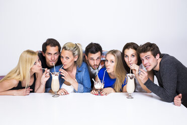 Group of friends drinking milkshakes - DAWF000467