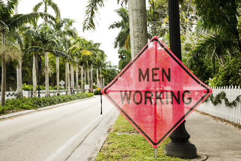 USA, Florida, Fort Myers, men working sign - CHPF000175