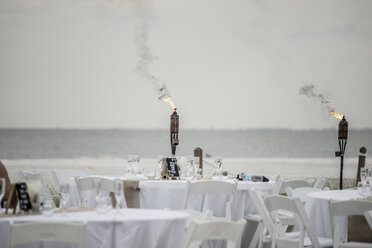 USA, Florida, Bonita Springs, Lovers Key, preparations for a wedding on beach - CHPF000178