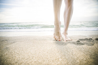 USA, Florida, Sarasota, woman's feet on beach - CHPF000184