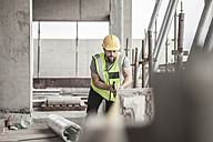Construction worker working in construction site - ZEF007862