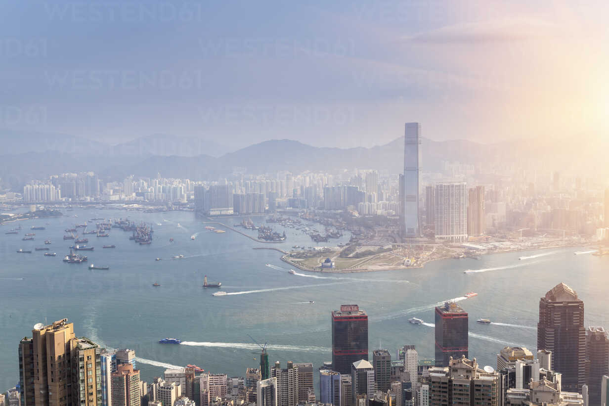China, Hong Kong, Victoria Harbour and Kowloon - HSIF000409 - hsimages/Westend61