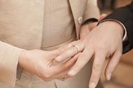 Exchanging of wedding rings - FCF000823