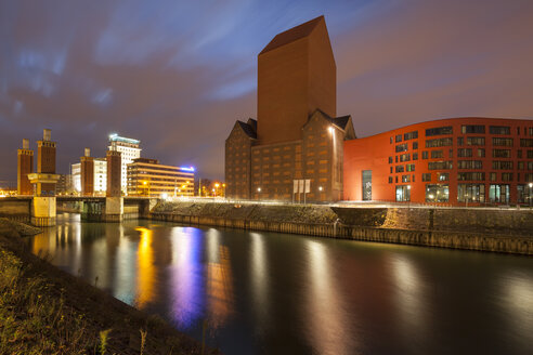 Germany, North Rhine-Westphalia, Duisburg, Inner harbour with Landesarchiv at night - WIF003080
