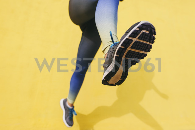 Spain, Barcelona, jogging woman, sole of shoe - EBSF001228 - Bonninstudio/Westend61