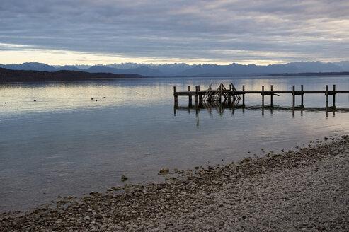 Germany, Bavaria, Alps, Zugspitze, Starnberg lake, boat bridge in the evening, panorama - CRF002730