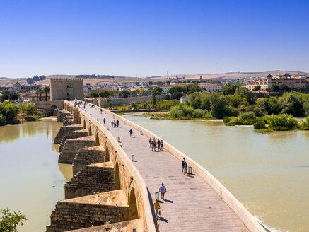 Spain, Andalusia, Cordoba, Puente Romano over Rio Guadalquivir and Torre de la Calahorra - AMF004656