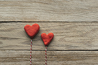 Two hearts on wood - JPF000098