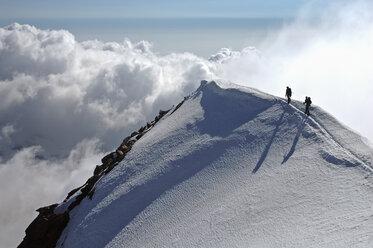 Switzerland, Pennine Alps, Saas-Grund, Weissmies, mountaineers - ALRF000312