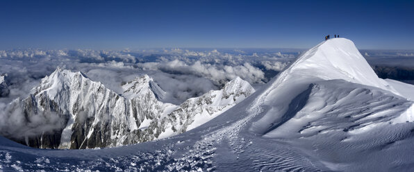 France, Chamonix, mountaineers at Mont Blanc - ALRF000315