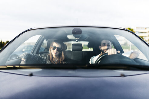 Young couple driving in a car - JRFF000320