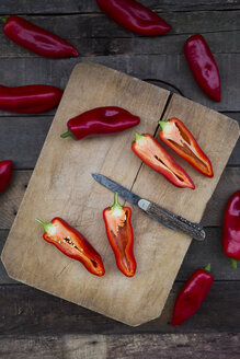 Chopped red pointed pepper on chopping board, halved, pocket knife - LVF004398