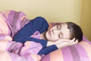 Portrait of boy sleeping in bed - SKCF000043