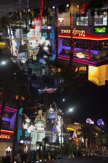 USA, Nevada, Las Vegas, View of Harrahs Hotel and Casino on Las Vegas Strip, reflection - ND000561