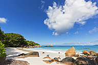 Seychelles, Praslin, Anse Lazio, Granite rocks on beach - FOF008391