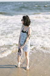 USA, New York, Coney Island, young woman on the shoreline - GIOF000652