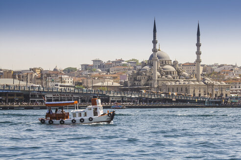 Turkey, Istanbul, tourist boat on Golden Horn with view to Rustem Pasha Mosque - MDI000007