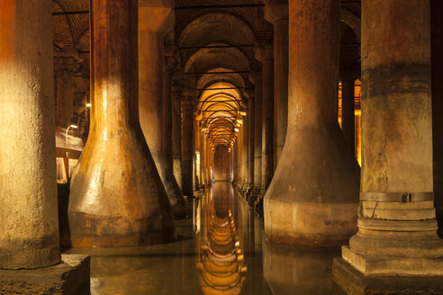 Turkey, Istanbul, indoor view of Basilica Cistern - MDI000013