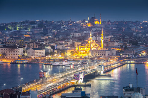 Turkey, Istanbul, view to Eminonu Harbor, Galata Bridge and New Mosque - MDIF000034