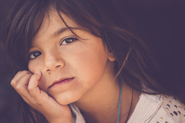 Portrait of pensive girl with head in her hand - SIPF000100