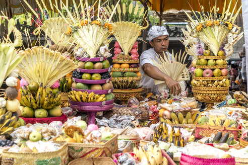 Indonesia, Bali, baskets with fruit offerings at a temple ceremony - PC000236