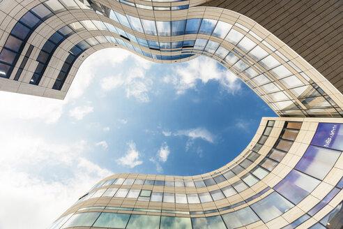 Germany, Duesseldorf, facade of Koe-Bogen seen from below - TAMF000357