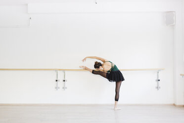 Dancer practicing at the barre in the gym - MRAF000011