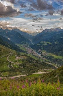 Switzerland, Gotthardpass, View of the valley - LOMF000186