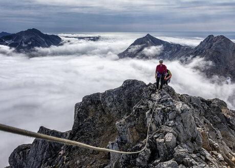 Greenland, Kulusuk, Mountaineers in the Schweizerland Alps - ALRF000349