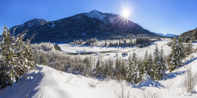 Germany, Upper Bavaria, between Vorderriss and Wallgau, Upper Isar valley in winter - STSF000996