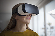 Smiling woman wearing Virtual Reality Glasses - RBF004083