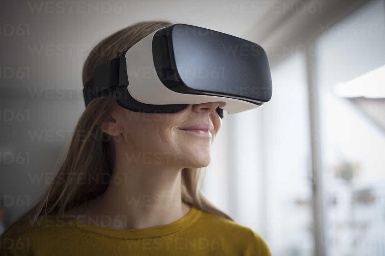 Smiling woman wearing Virtual Reality Glasses - RBF004083 - Rainer Berg/Westend61