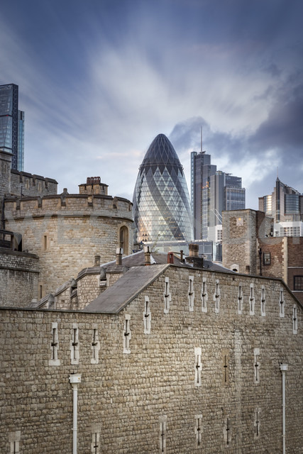 UK, London, view to Swiss Re Tower and other modern buildings with Tower of London in the foreground - NKF000436